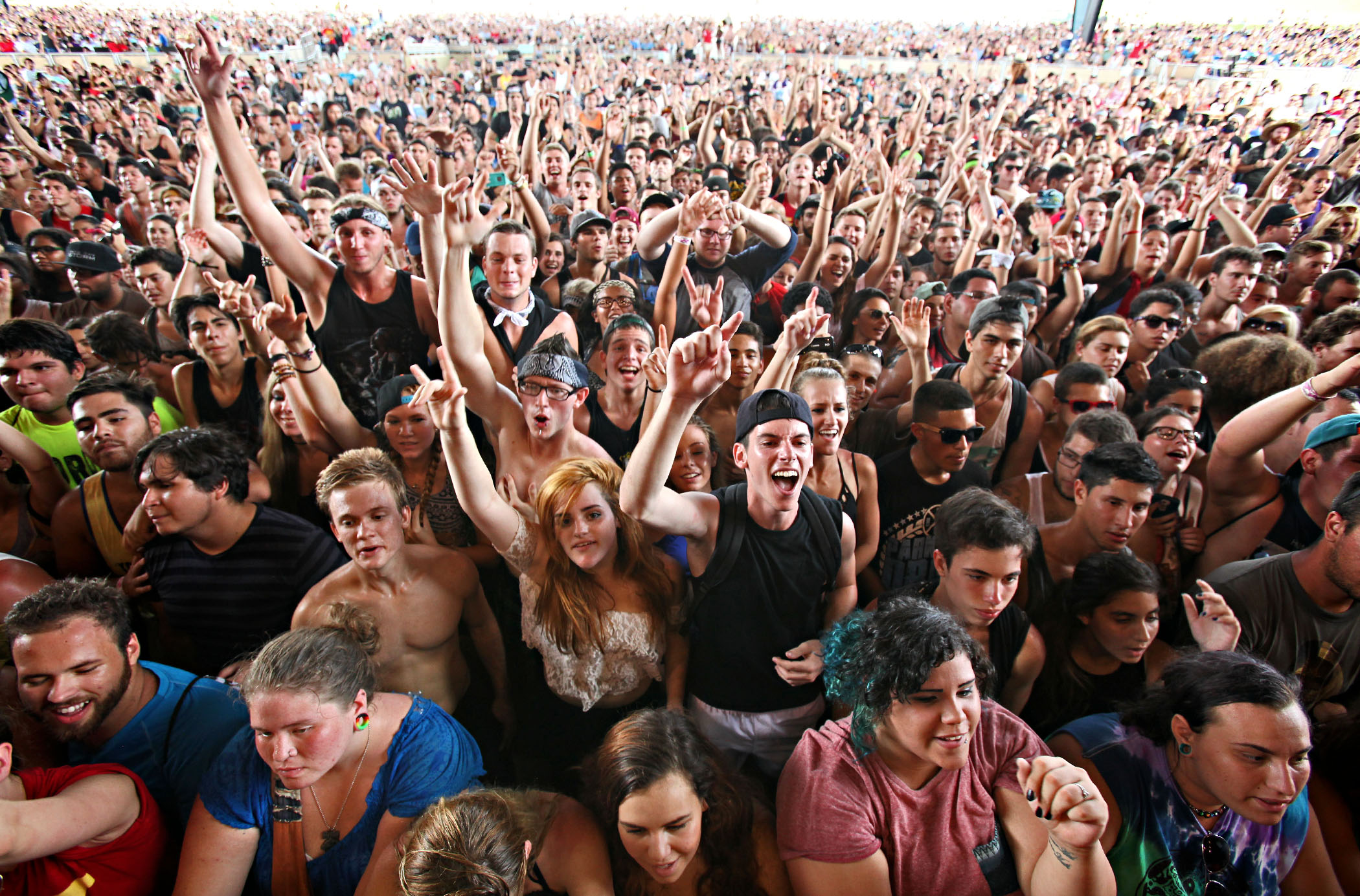 Fans cheer for the band Yellowcard on the Kia Stage. (Richard Graulich/The Palm Beach Post)