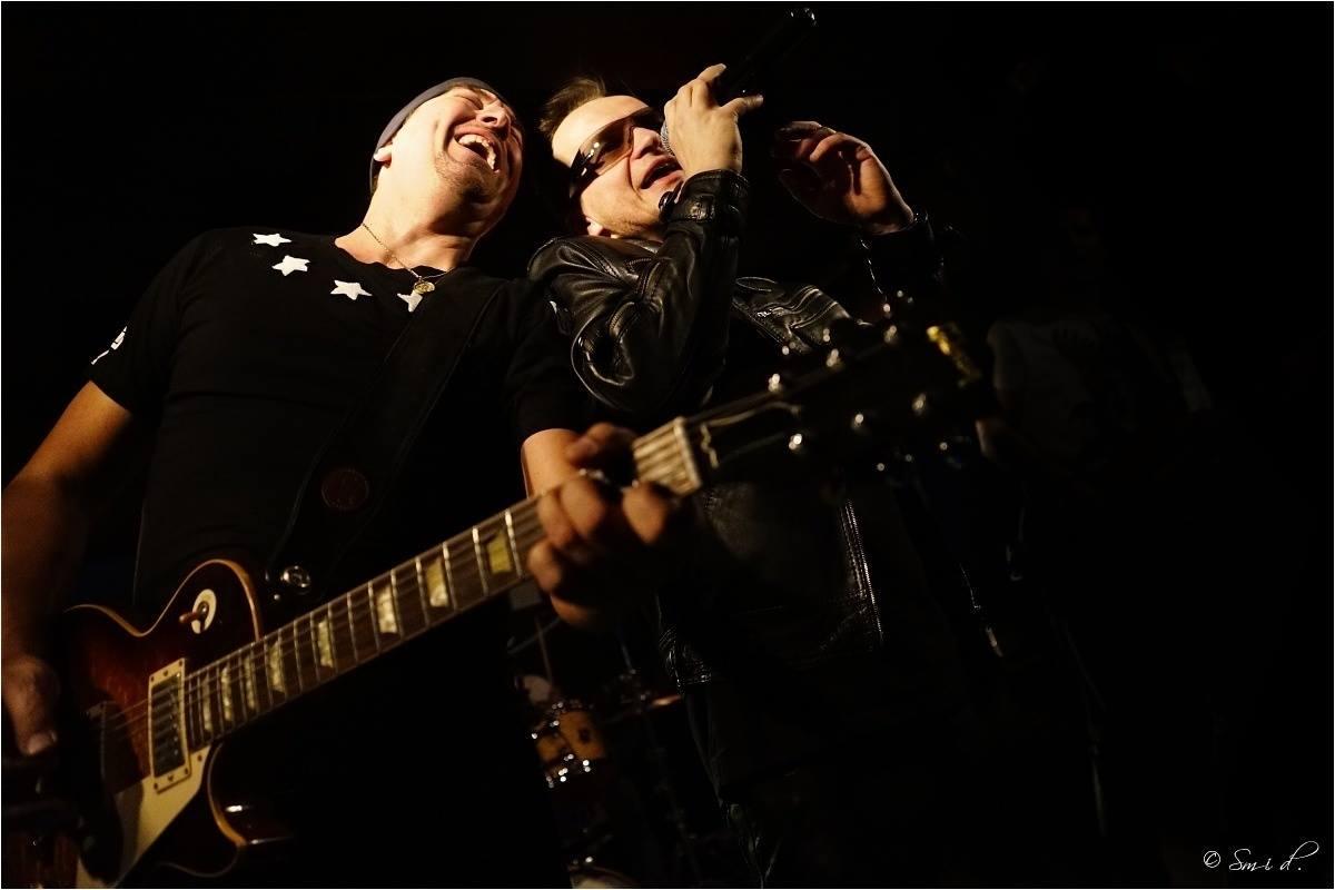 U2 Revival Desire: The Edge (Jiří Svítil) a Bono Vox (Petr Krampera)