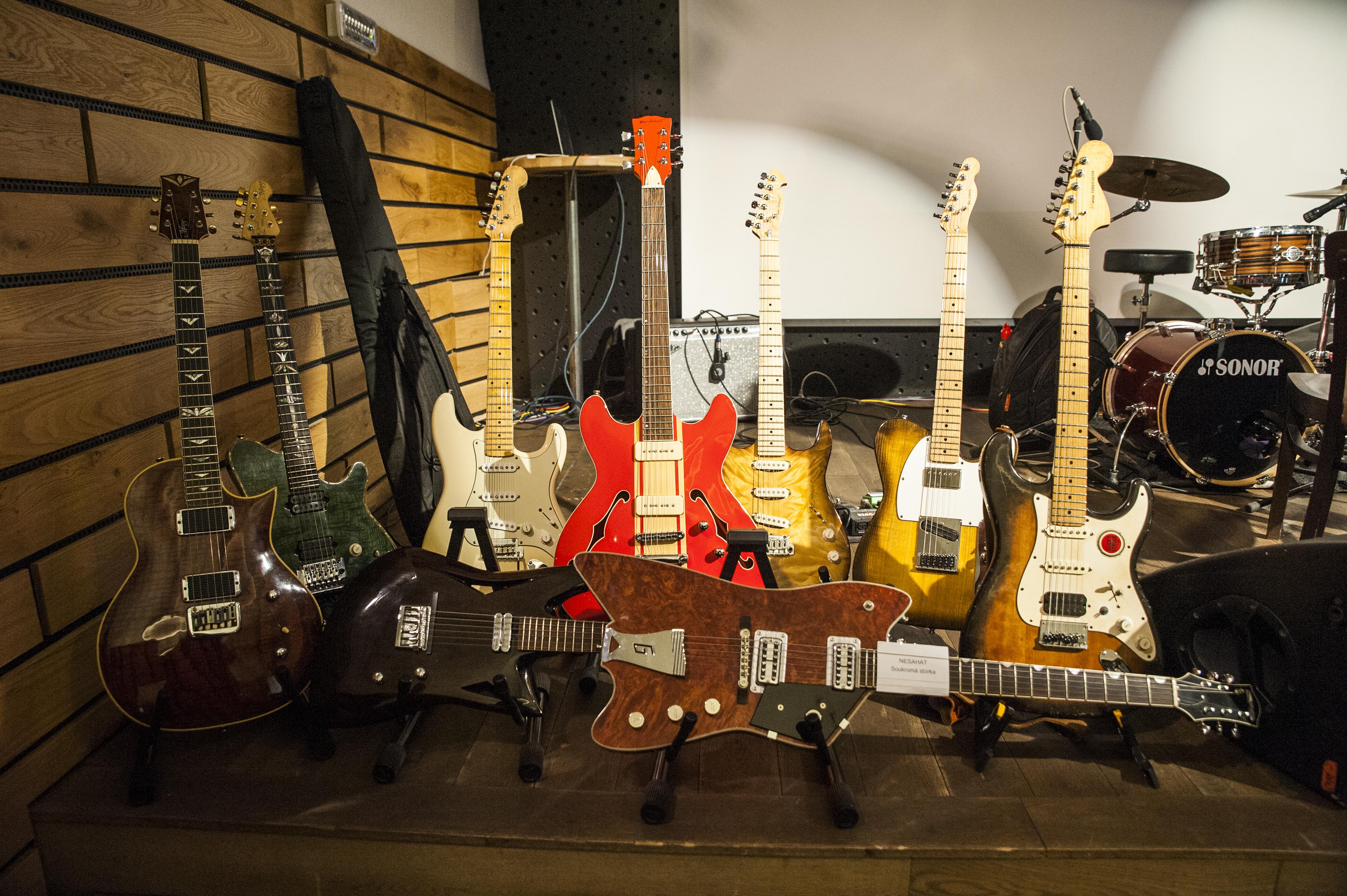 Výstava kytar Petera Jurkoviče